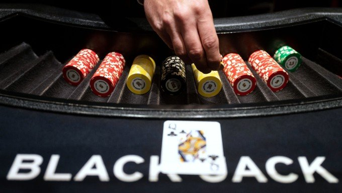 Colorado Casinos are Starting to Bring Back Table Games