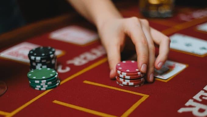 Blackjack Einsatz auf dem Tisch