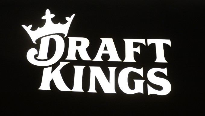 DraftKings Partners With MMA Professional Fighters League
