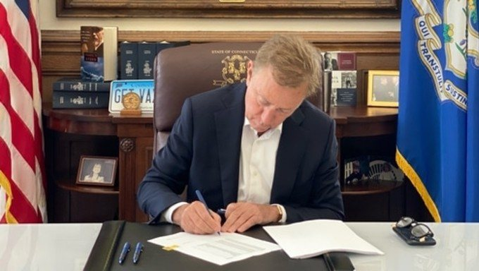 Connecticut Governor Signs Sports Betting Bill Into Law
