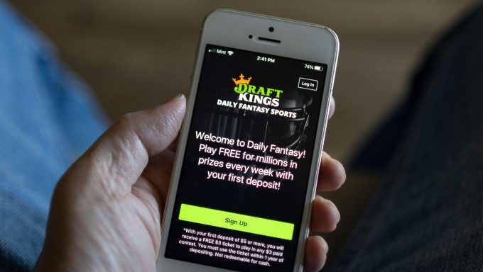 DraftKings Drops Oregon DFS, Works On Sports Betting Deal