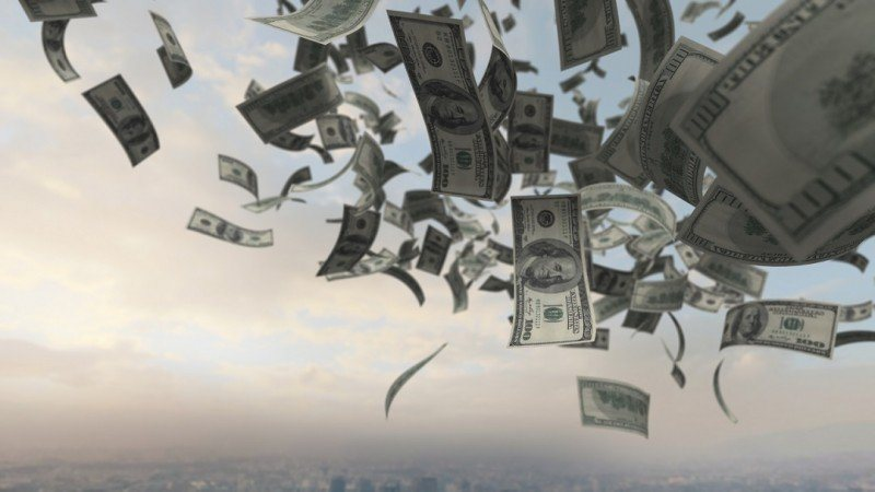 Öppna fickorna, det regnar pengar!