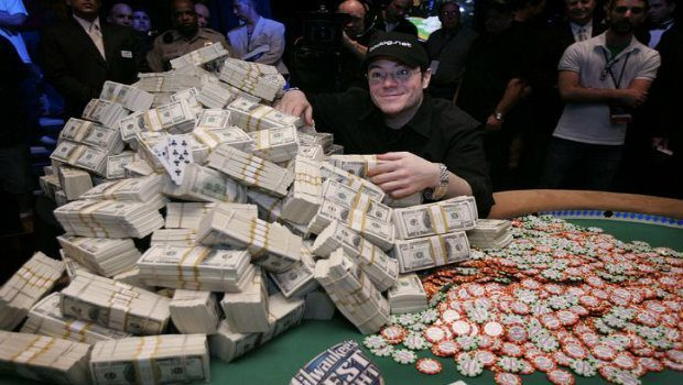 Choosing Between Cash Games and Tournaments in Poker