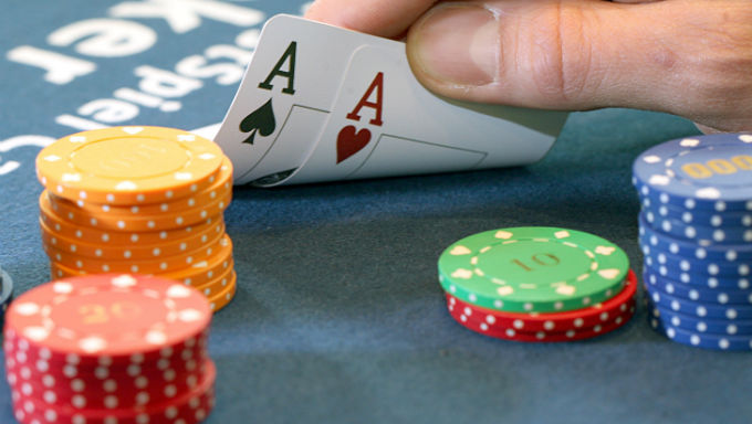 Casino Etiquette: Trouble with the Slow Roll in Poker