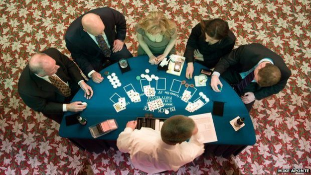 Blackjack strategi: En guide til bord-manerer