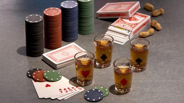 Pokeri-illan juomat ja ruoka