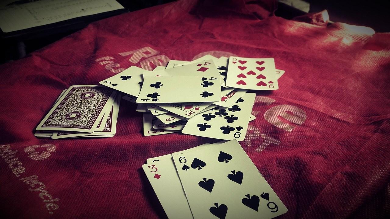 korttiteemaiset laulut