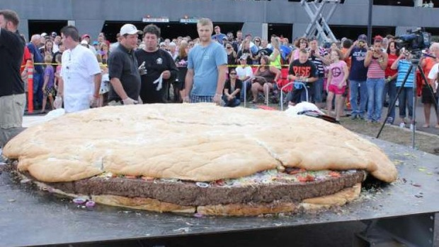 World's largest burger