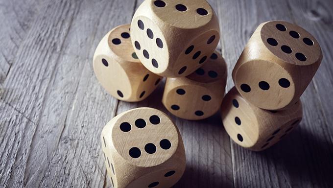 5 bordspill du finner både hytta og på nettcasino
