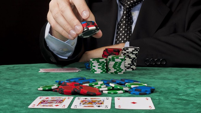How Much Should You Bet on a Hand When Playing Poker