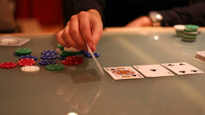 Poker Basics: Playing the Turn and the River