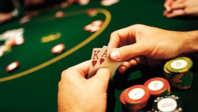 Hvordan oppføre deg rundt et pokerbord i et fysisk casino