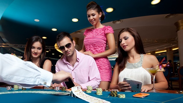 emocionante velada de póker