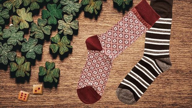 Zwei verschiedene Socken
