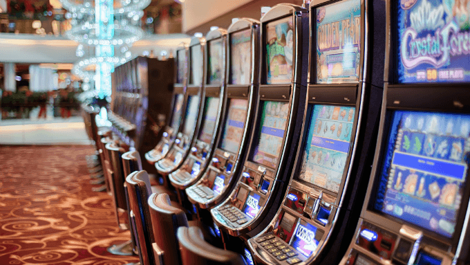 The Best Times to Play (and Win) Progressive Jackpot Games
