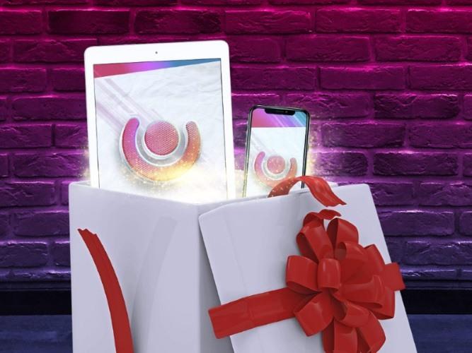 Guts firar tidig jul - delar ut presenter från Apple