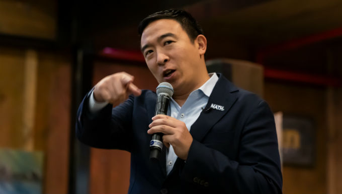 Andrew Yang Beats Drum for US Online Poker Legality